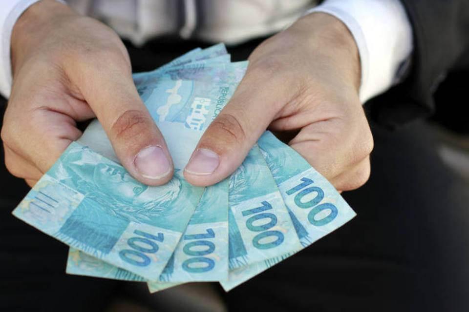 size 960 16 9 homem notas 100 reais - Um amigo pediu dinheiro emprestado? Veja o que fazer para receber seu dinheiro.